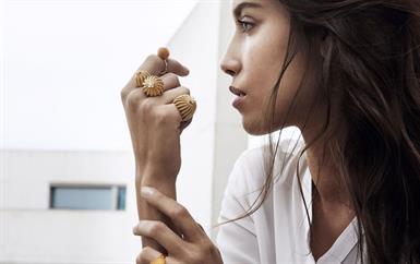 اكتشفي الإضافات الجديدة إلى مجوهرات Cactus De Cartier المستوحاة من الصبار!