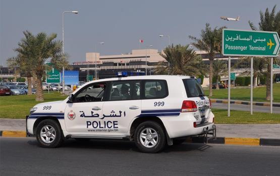 بالفيديو مواطن كويتي يعتدي بالضرب المبرح على رجل امن سعودي