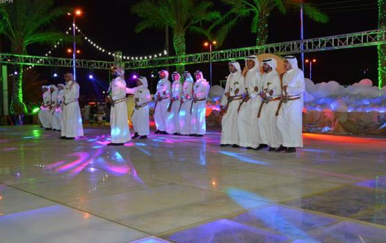 بالفيديو رجال فى قاعة النساء بحفل زفاف بالسعودية