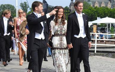بيبا ميدلتون تتألق في حفل زفاف فاخر في ستوكهولم
