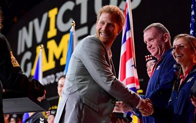 الأمير هاري بصحبة ميغان ماركل ووالدتها في تورنتو