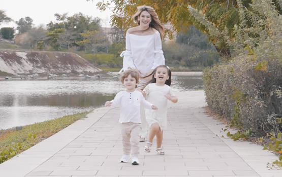 زويا مع سيينا وفاسيلي: فيديو خاص بعيد الأم
