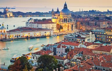 تابعي تفاصيل رحلتنا إلى البندقية، المدينة التي تجمع بين المعالم السياحية وتجربة التسوّق الفاخر