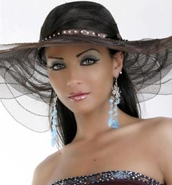دوللي شاهين: أحب الألماس، والقبعة سرّ تميزي