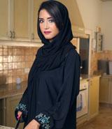 بسبب جمال الخادمة، سعودية تتعهّد بأداء مهامها المنزلية