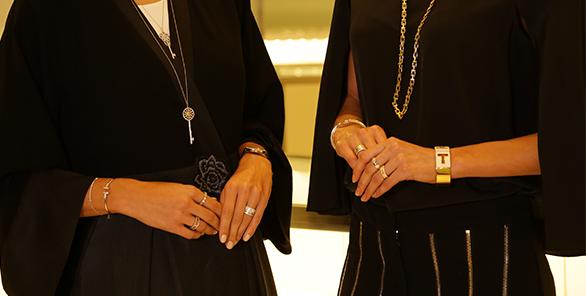 تعاوني-مع-تيفاني-أند-كو-نصائح-في-تنسيق-المجوهرات